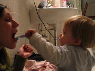 Mama auch Zähneputzen